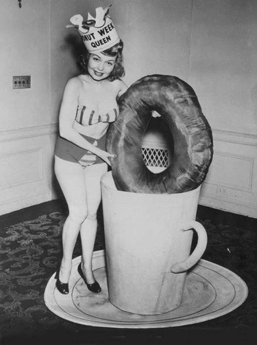 Часто определенные конкурсы красоты проводились каждую неделю, поэтому звание «Королевы пончиков» редко доставался одной и той же девушке.